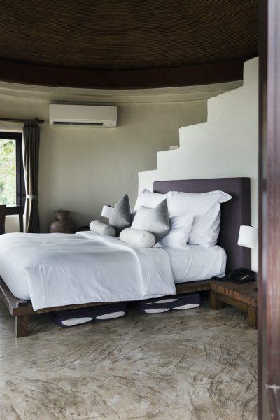 hotel-room-at-a-luxury-resort-2.jpg